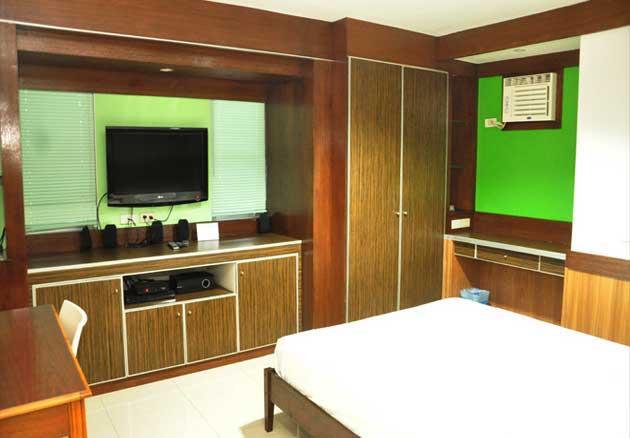 bayan luma deluxe hotel room